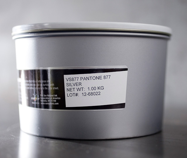 Pantone Silver 877 - metallic oil base